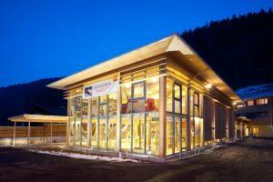 spielbereich-aussenansicht-jufa-hotel-montafon-winter-1440x960