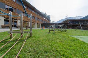 spielplatz-jufa-hotel-montafon-sommer-1440x954